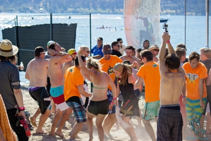 On Location at Keloha 2014 - Fans Dancing on the Beach